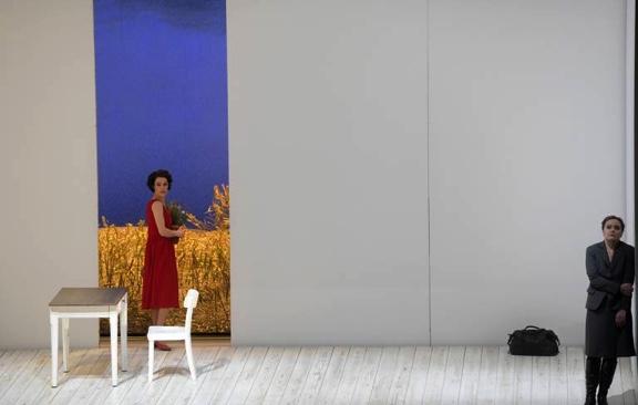 Jenufa auf High Heels: Das Dorf bleibt an der Deutschen Oper Berlin außen vor
