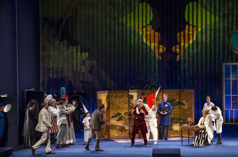 Andre Heller inszeniert am Rosenkavalier vorbei- eine eher spröde Premiere Unter den Linden
